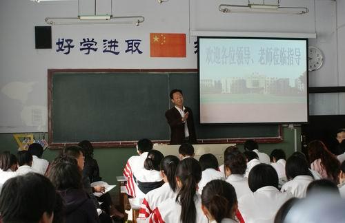 在活动中 ,凤城一中,北镇高中,葫芦岛高中和我校部分教师上了精彩的